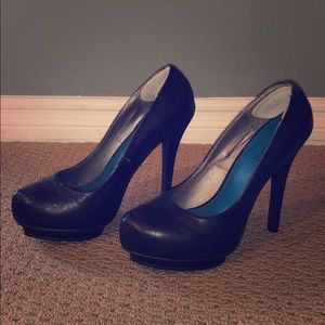 """Size 9 black faux leather pumps with 5"""" heel"""